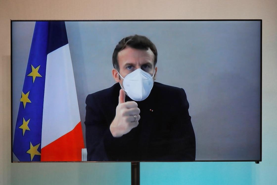 这是12月17日拍摄的法国总统马克龙参加视频会议的电视画面。新华社 图