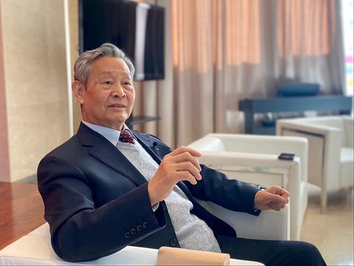 12月24日,国家气候变化专家委员会名誉主任、中国工程院院士杜祥琬在接受澎湃新闻采访。澎湃新闻记者 刁凡超 图