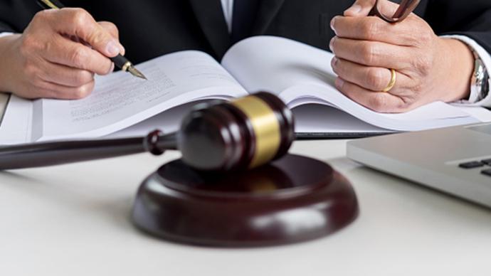 馬上評|工傷賠180萬律師費90萬:爭議別止于收費違規