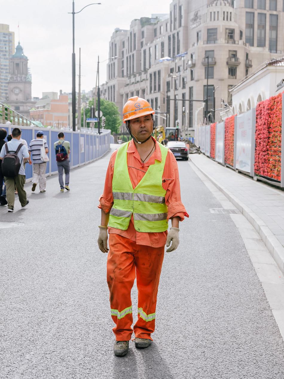 隧道工人,上海虹口区北苏州路,2020年6月6日。在地上实施苏州河贯通工程,在地下建设地铁19号线,他们是苏州河两岸下半年最忙碌的身影。