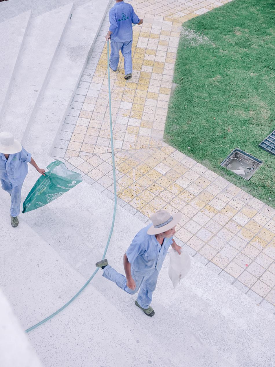 建造中的九子公园,工人,上海市黄浦区南苏州路成都北路,2020年8月10日。