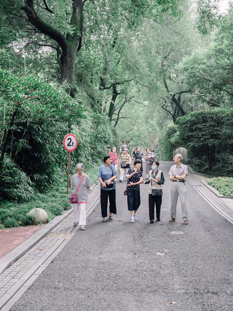 中山公园里的老人们,近万航渡路凯旋路,2020年9月16日。