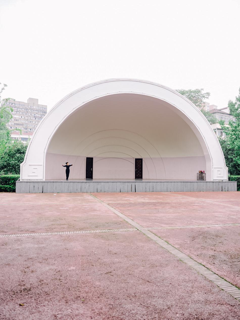 独舞的女子,中山公园,近万航渡路凯旋路,2020年9月16日。