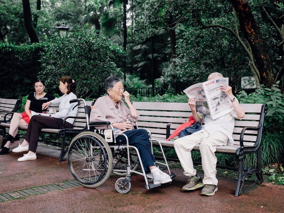 读报老人,中山公园,近万航渡路凯旋路,2020年9月16日。