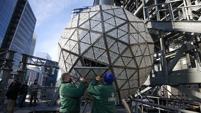 早安·世界|紐約時報廣場安裝跨年水晶球