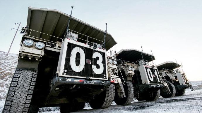 """無人駕駛版""""流浪地球"""":探訪零下50度煤礦里的無人礦卡"""