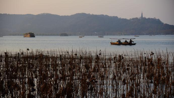 強寒潮將使浙江大部日平均氣溫下降12~14℃,西湖或結冰