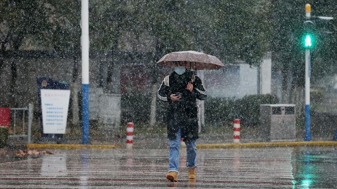 中央氣象臺:冷空氣前鋒已達華南,江蘇安徽局地積雪達8厘米