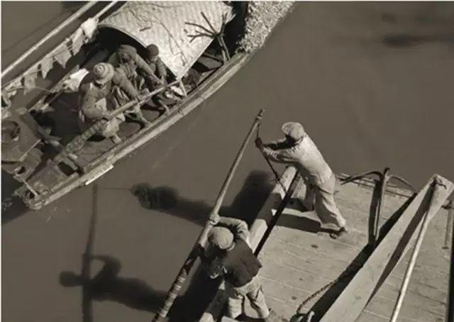 苏州河上,1930年代初。 金石声 摄