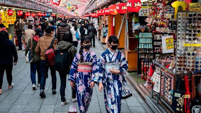 """東京都知事稱疫情已 """"非常嚴峻"""",呼吁民眾""""安靜""""跨年"""