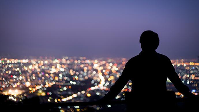 夜讀|你必須找到和一個城市的精神連結,才會停下來