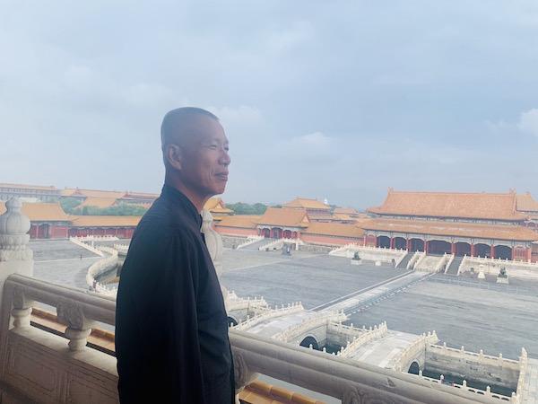 蔡国强于故宫博物院,2019年7月。吕斯乔摄,蔡工作室提供