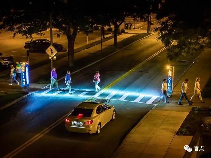 利用亮度差异营造不同的路权空间感受。网络 图