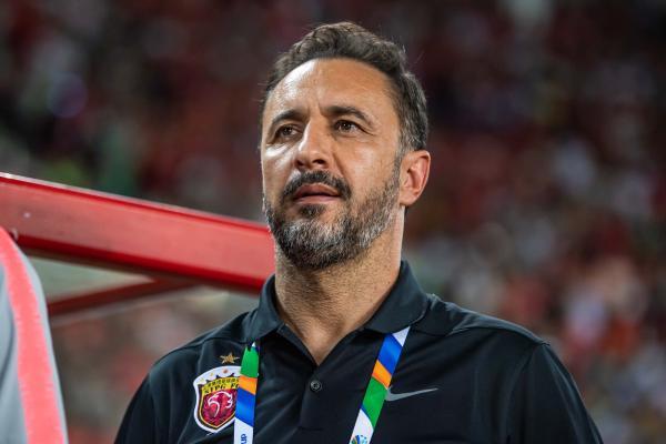 博猫娱乐新闻:三年执教佩雷拉带着赞誉离开,他留给上港第一座联赛冠军奖杯