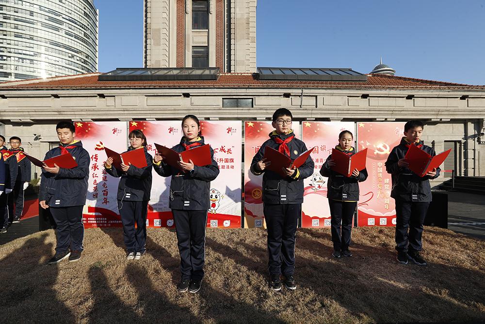 格致初级中学的学生们带来朗诵《领巾放声新时代红色基因共传承》共青团黄浦区委员会 供图