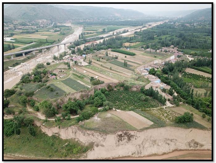刘旗古城俯瞰照片(左侧为环江,下方为合道川)