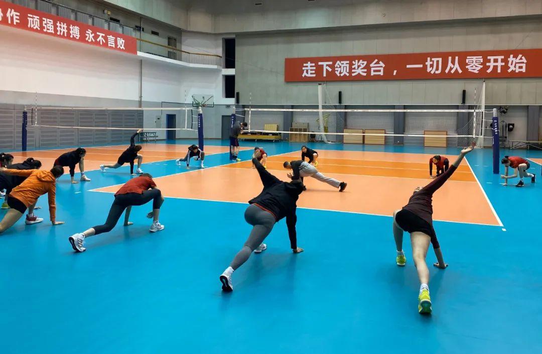 博猫娱乐新闻:中国女排热火朝天开启冬训,训练馆上那条横幅诠释了一切