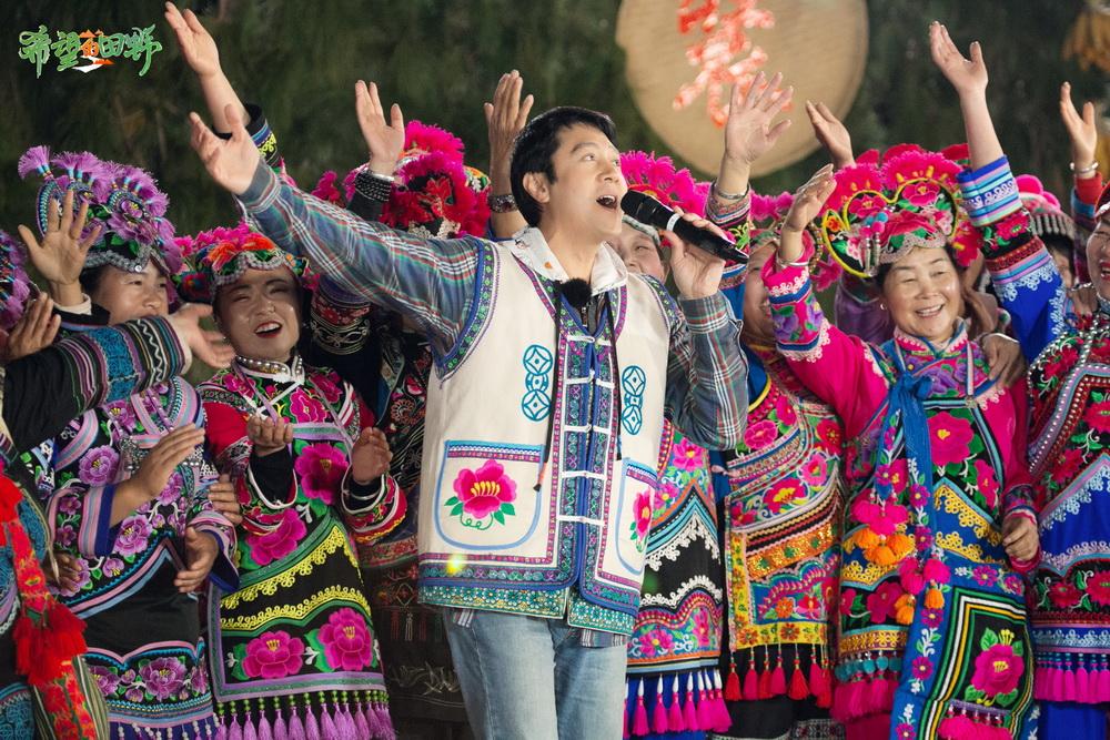 蔡国庆与100位绣娘合唱《三百六十五个祝福》
