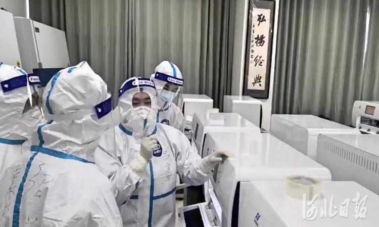邢台市核酸检测基地内,浙江医疗队援建的实验室开始启用。河北日报记者王永晨摄