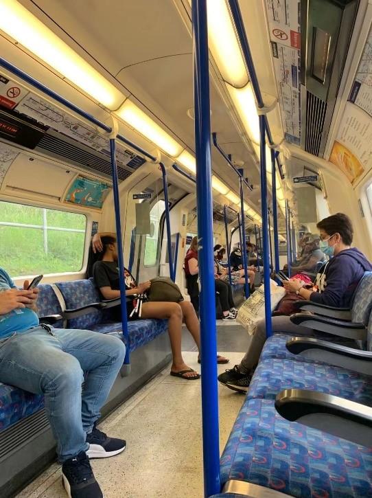 2020年9月15日,地铁内约1/4人戴口罩。