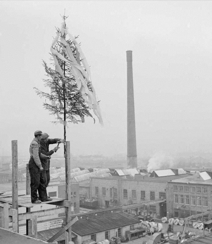Topping out in Norway (1959)Leif Ørnelund - Oslo Museum: image no. OB.Ø59/2680 (Byhistorisk samling), via oslobilder.no.