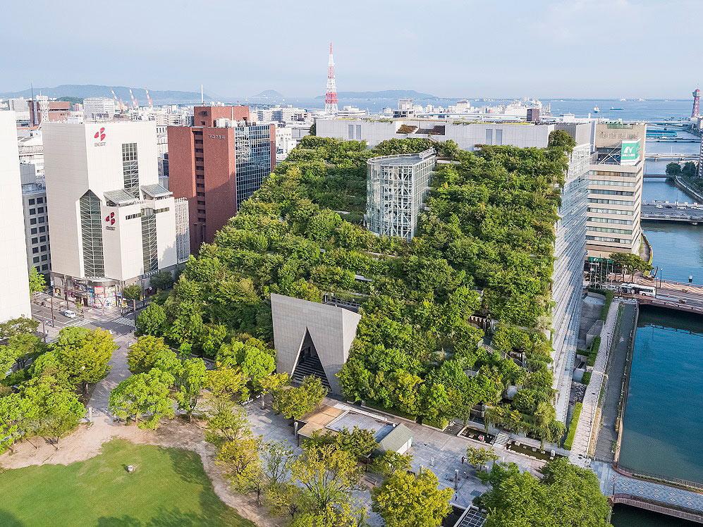日本福冈的文化中心ACROS。