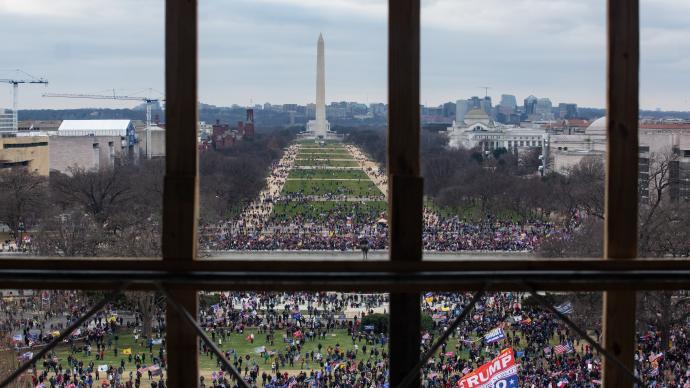 美调查人员发现越来越多的执法人员涉嫌参与国会大厦暴力事件