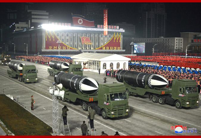"""朝鲜阅兵式展示的""""北极星""""-5导弹"""