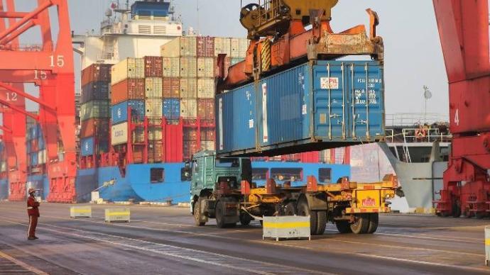 美媒:中国以创纪录的贸易数据为2020年画上句号