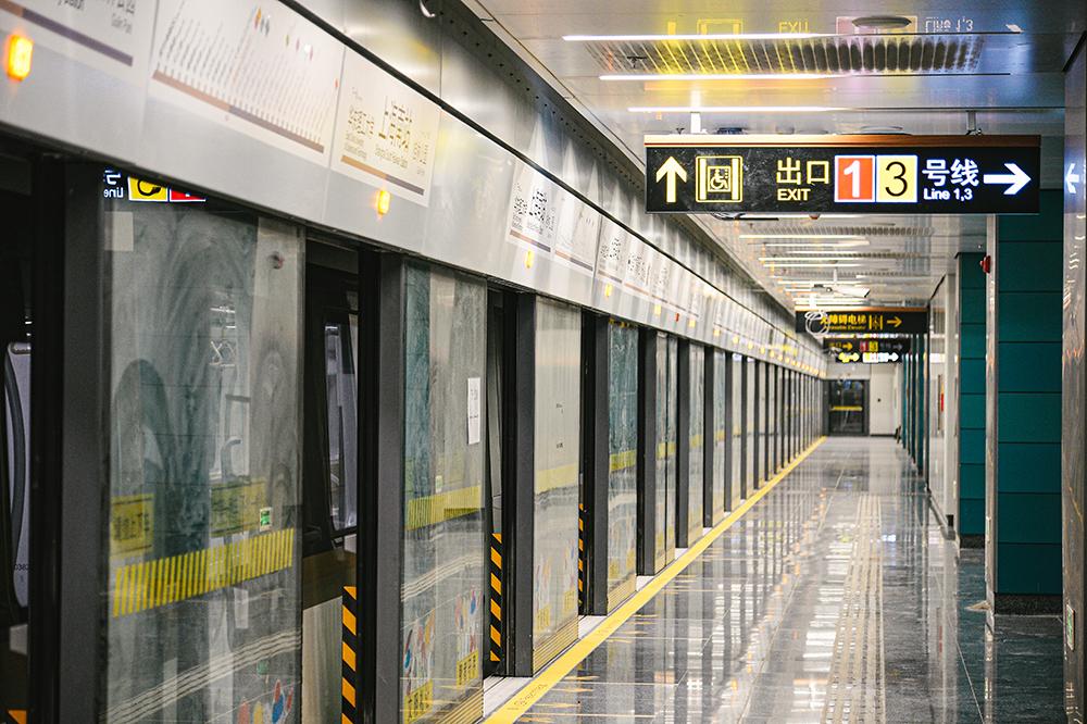 上海轨道交通15号线上海南站站 记者 陈逸欣 图