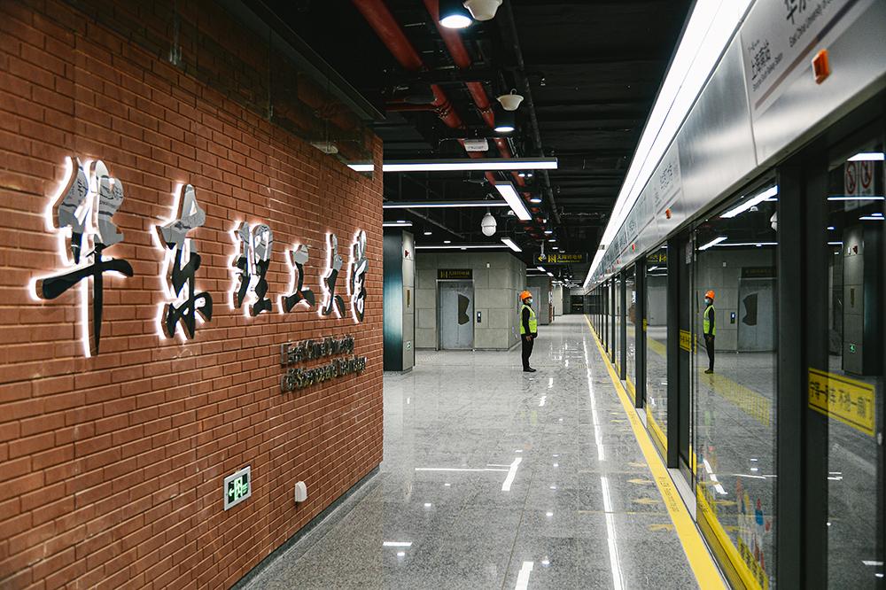 上海轨道交通15号线华东理工大学站记者 陈逸欣 图