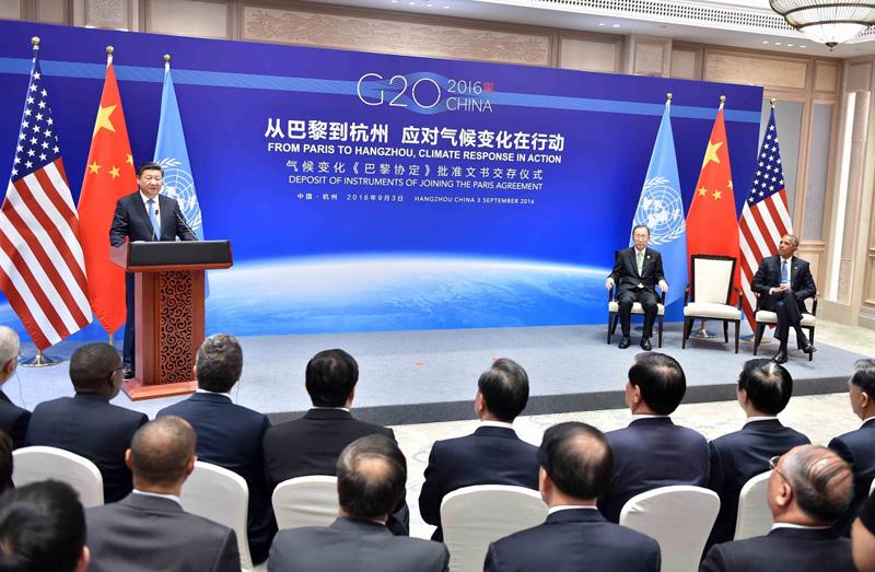 2016年9月3日,国家主席习近平同时任美国总统奥巴马、时任联合国秘书长潘基文在杭州共同出席气候变化《巴黎协定》批准文书交存仪式。新华社记者 李涛 摄