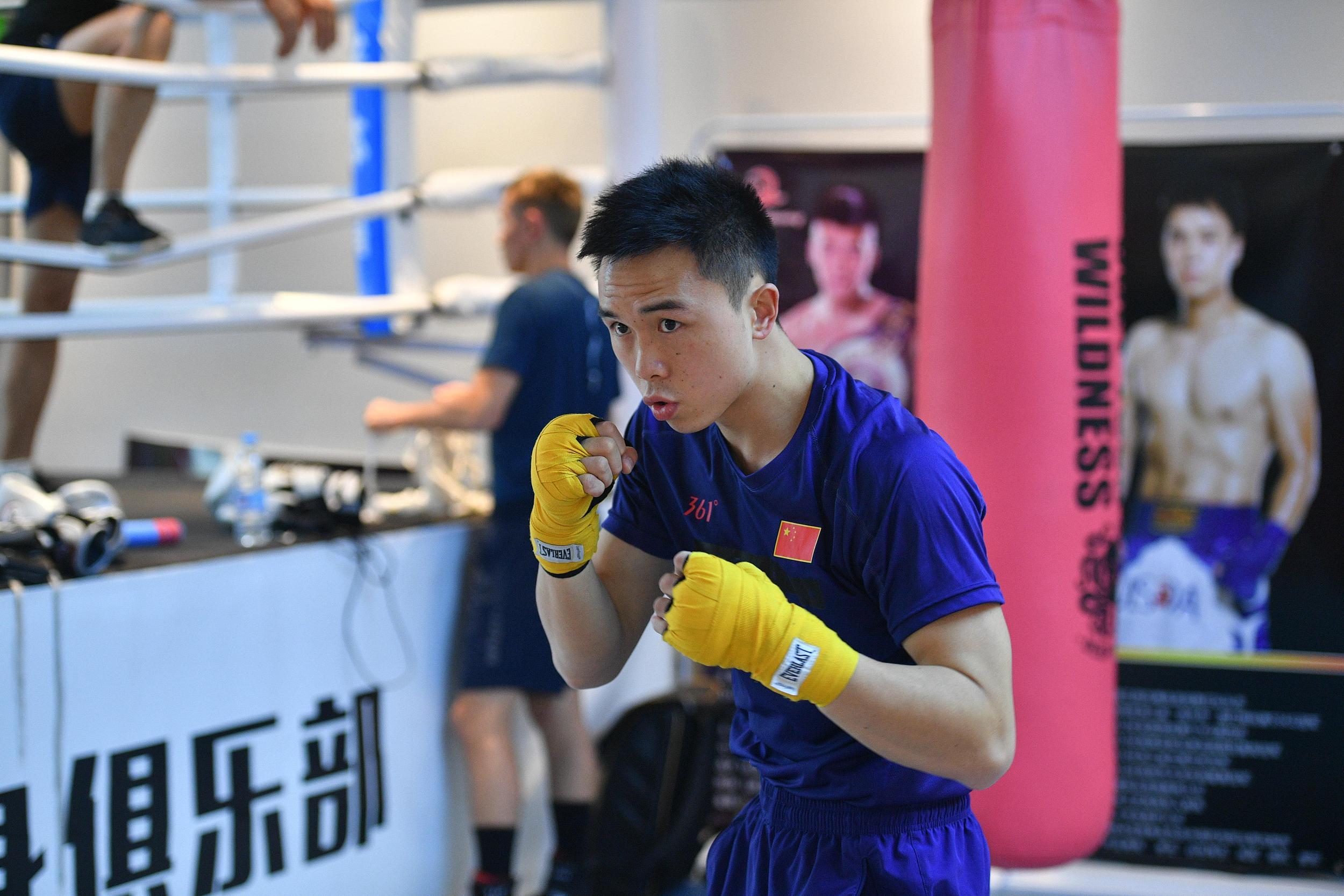 徐灿在训练中。