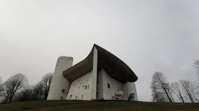 从包豪斯到柯布西耶:欧洲现代建筑的传统径向与自然形态