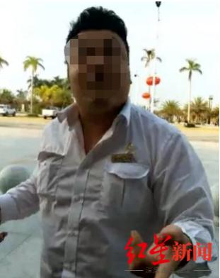 看到邓自立拍摄视频后,裴某璟上前阻拦。