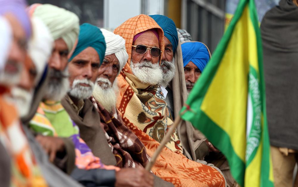 当地时间2021年1月24日,印度孟买,当地农民抗议新农业法。9轮谈判过去,反对新农业法的印度农民还是没和莫迪政府达成解决方案。