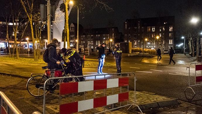 荷兰反宵禁抗议骚乱已持续三日,警方累计逮捕超470人