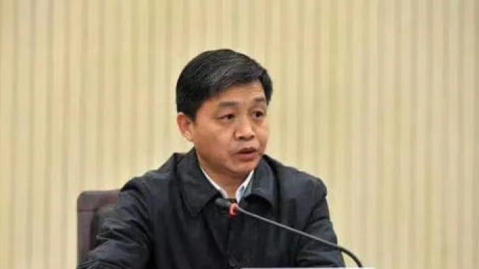"""央视网评:""""掌掴书记""""被免职,但愿警醒霸王官"""