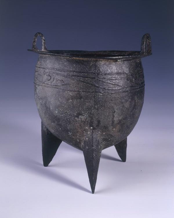 夏代(一说为商代早期)的云纹鼎