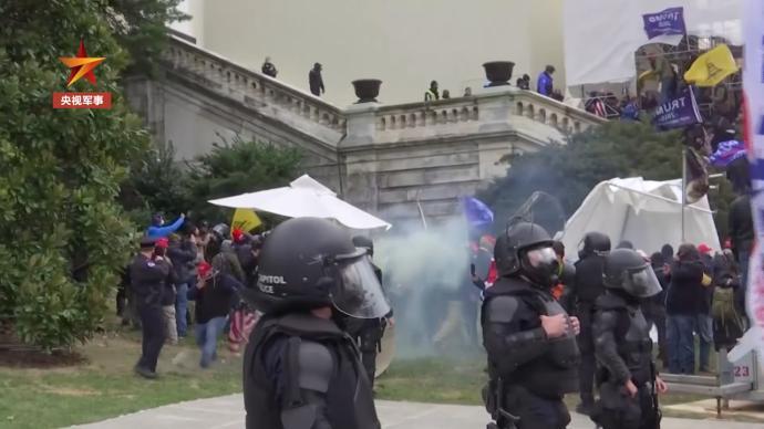 美媒:华盛顿警方指责军方在国会骚乱中不作为