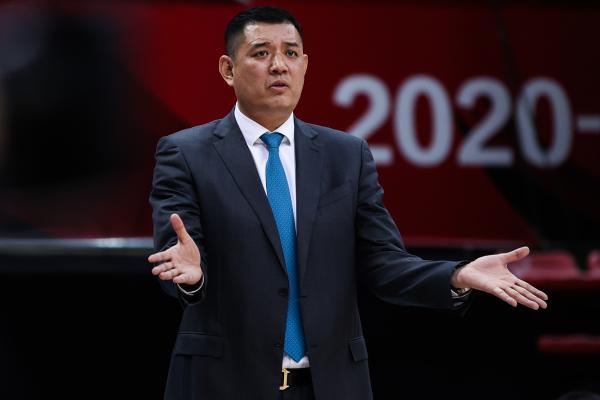 巩晓彬在赛后发布会上的争执引发热议。