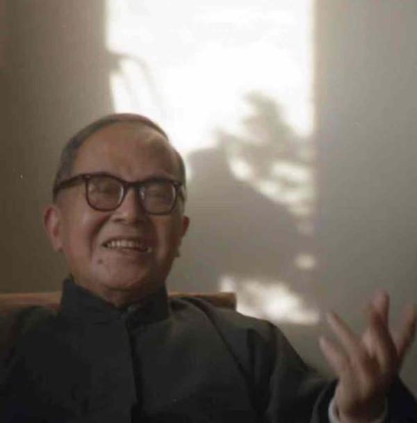 首度公开的钱锺书谈读书照片,北京,1990年代,米丘授权使用