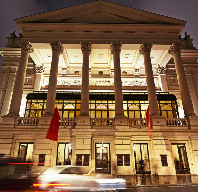 伦敦科文特花园皇家歌剧院的主要入口
