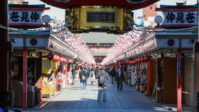 日本政府宣布延长十地的新冠疫情紧急状态至3月7日