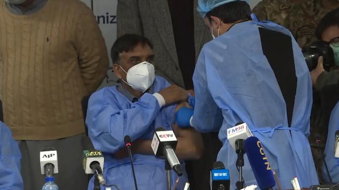 巴基斯坦启动中国新冠疫苗接种工作,医务人员优先
