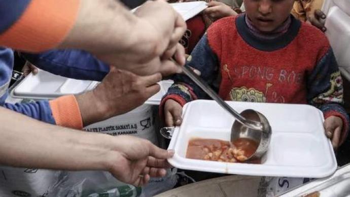 """打了十年仗后,粮食问题被叙利亚内外各方势力当成了""""武器"""""""
