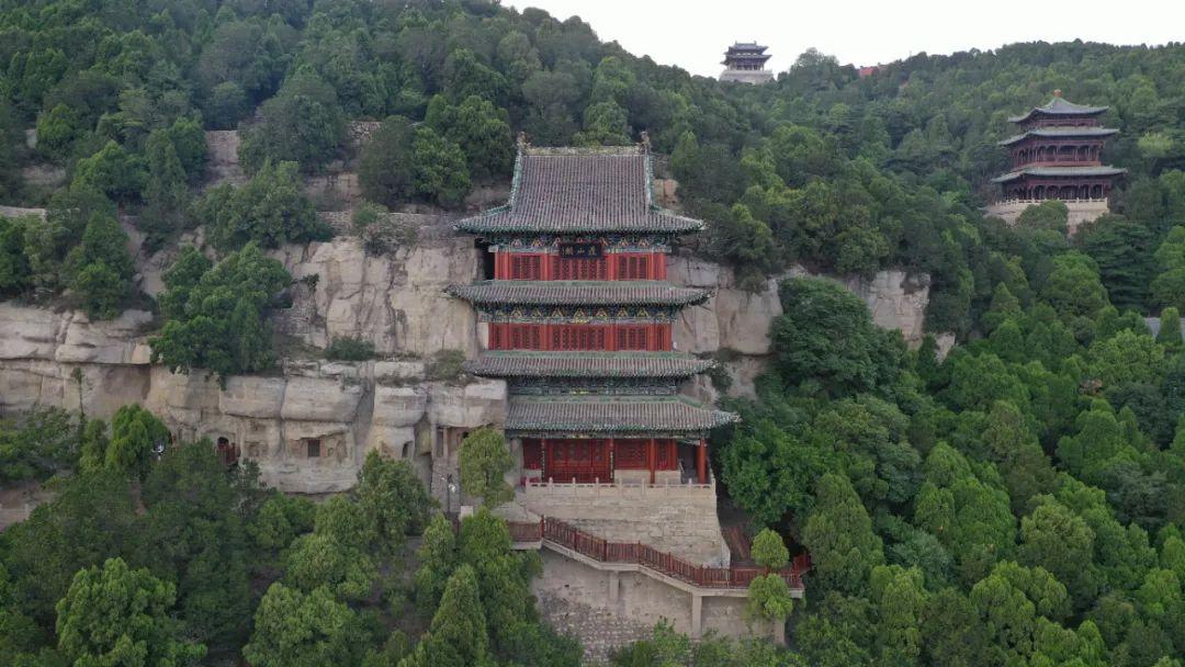 天龙山外景。太原市天龙山石窟博物馆提供