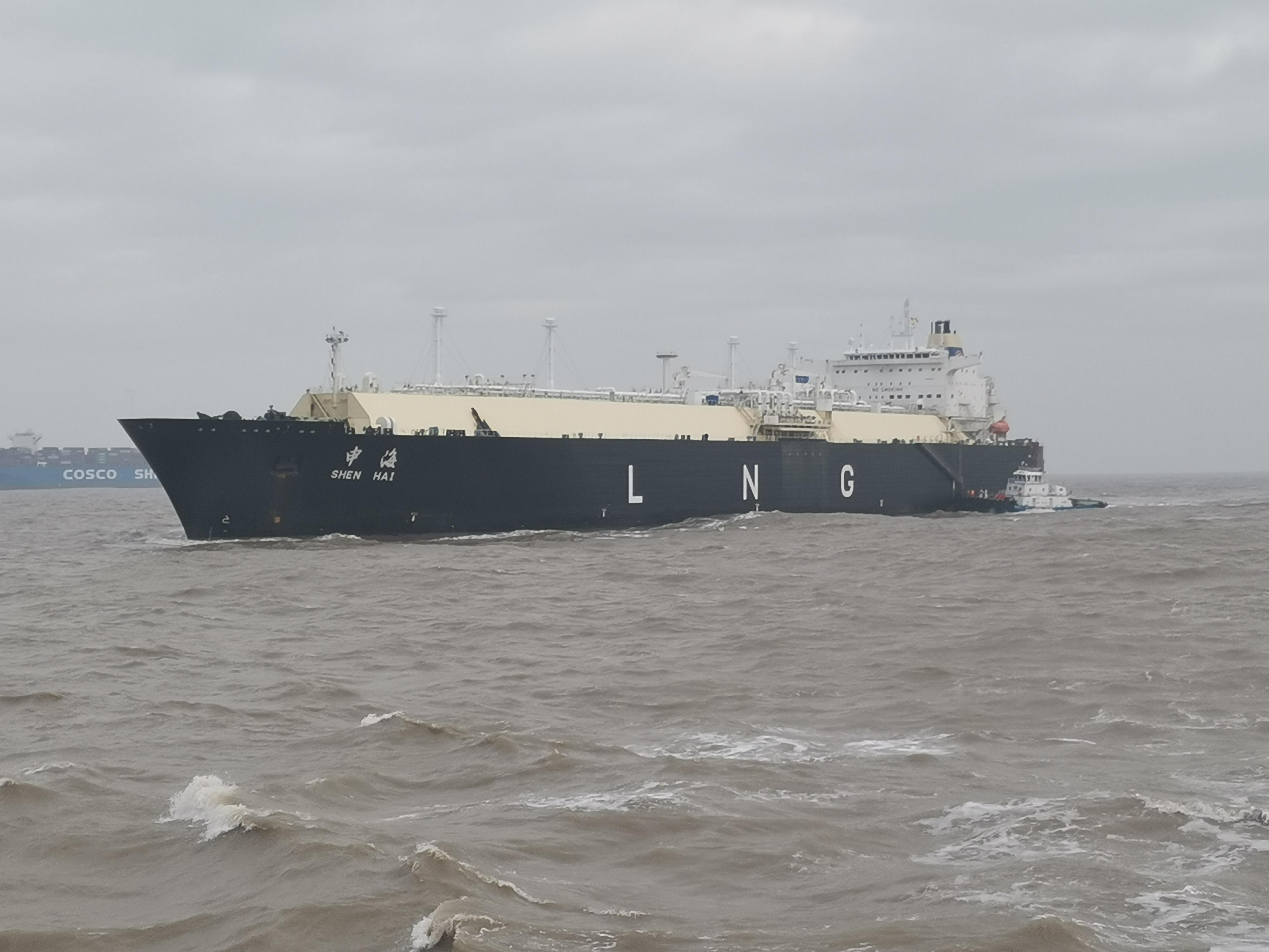 星耀娱乐:正月初一洋山港LNG船舶进港,保障就地过年用气需求