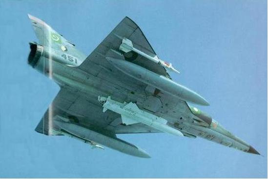 """携带""""飞鱼""""空舰导弹的巴基斯坦""""幻影""""-5战斗机。"""