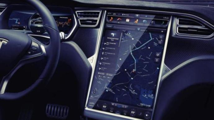 汽车正在演变为有着四个轮子的手机